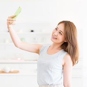 写メ日記の写メをお客様に頼むのはアリ?|大阪で風俗の求人をお探しの30代40代の女性が稼ぐ為のブログ